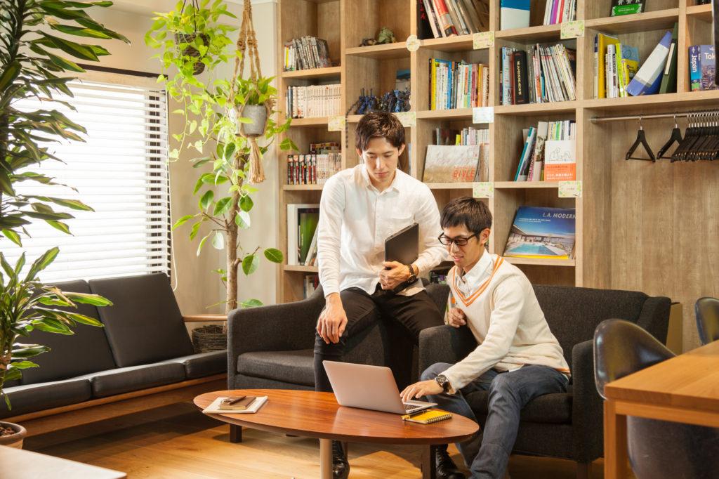 『一生役立つ設計事務所の育て方』について話す人々
